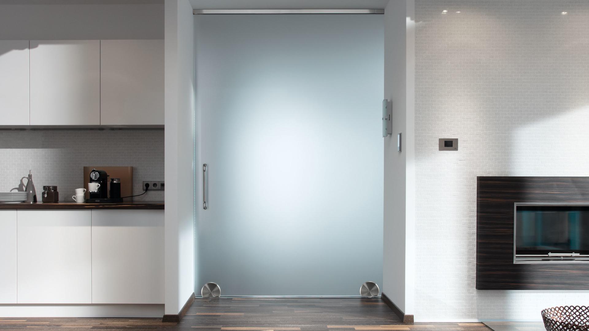 Terra M - døren som hviler på bakken